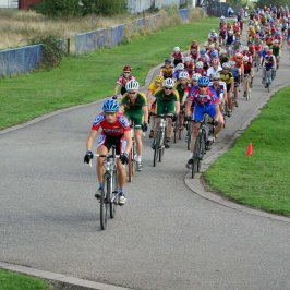 Steve Hamblin leads out the race at Cleary's at round one of the 2006/07season..