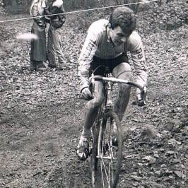 Tony Bartlett at Frylands Wood at the Sydenham Wheelers London League on 14 11 1976. Note the French noir like action in the background